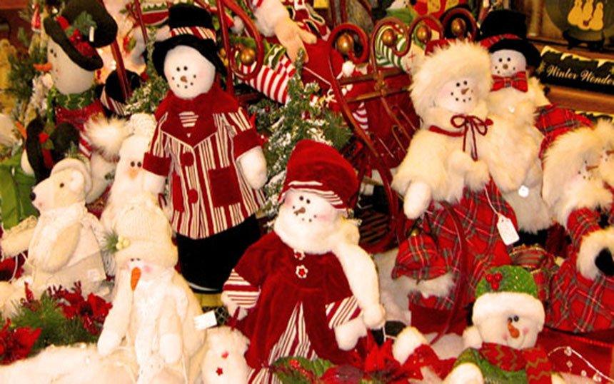 Mistletoe-Holiday-House-gifts